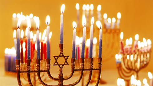 How to Light The Hanukkah Candles